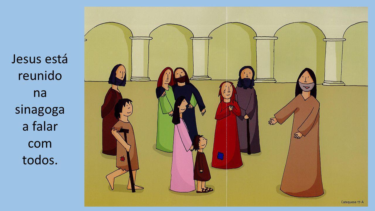 Jesus está reunido na sinagoga a falar com todos.