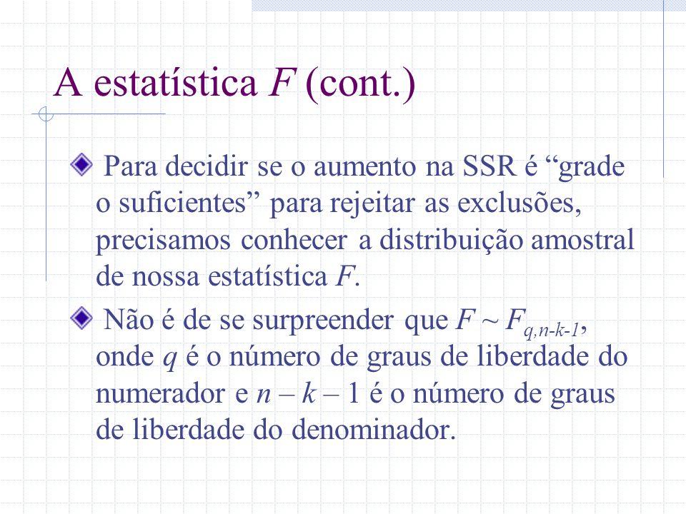 A estatística F (cont.) Para decidir se o aumento na SSR é grade o suficientes para rejeitar as exclusões, precisamos conhecer a distribuição amostral