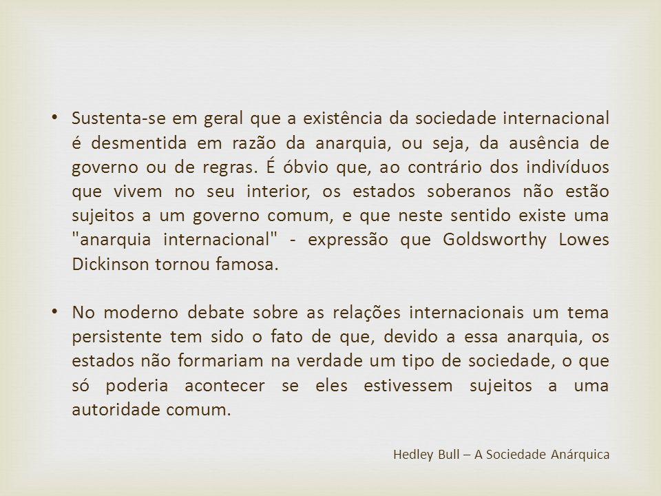 Sustenta-se em geral que a existência da sociedade internacional é desmentida em razão da anarquia, ou seja, da ausência de governo ou de regras. É ób
