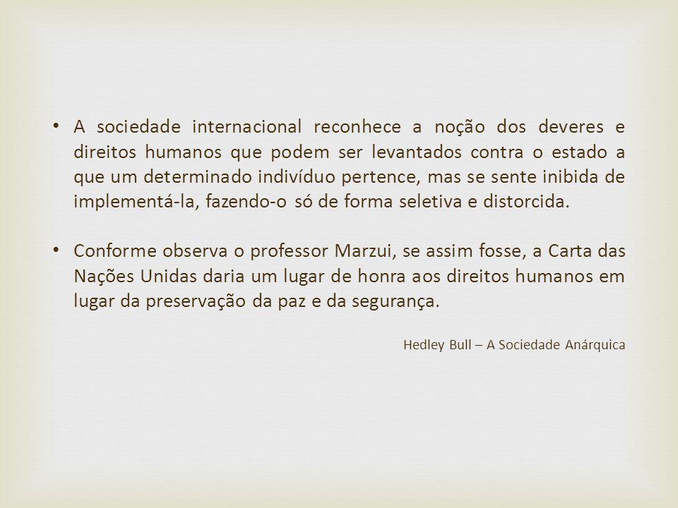 A sociedade internacional reconhece a noção dos deveres e direitos humanos que podem ser levantados contra o estado a que um determinado indivíduo per