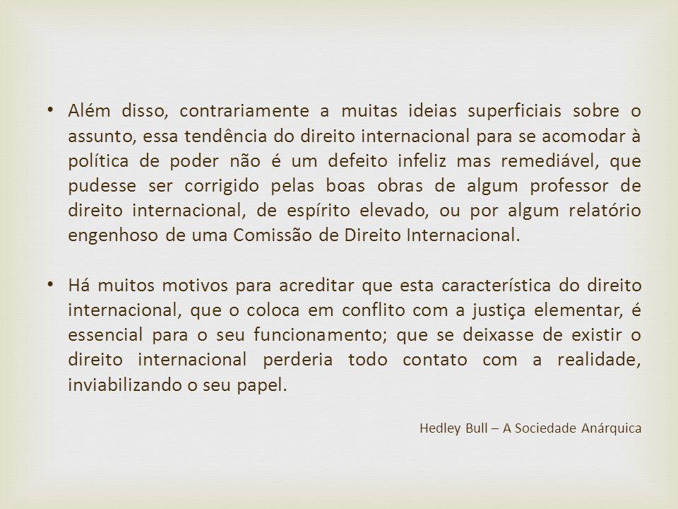 Além disso, contrariamente a muitas ideias superficiais sobre o assunto, essa tendência do direito internacional para se acomodar à política de poder