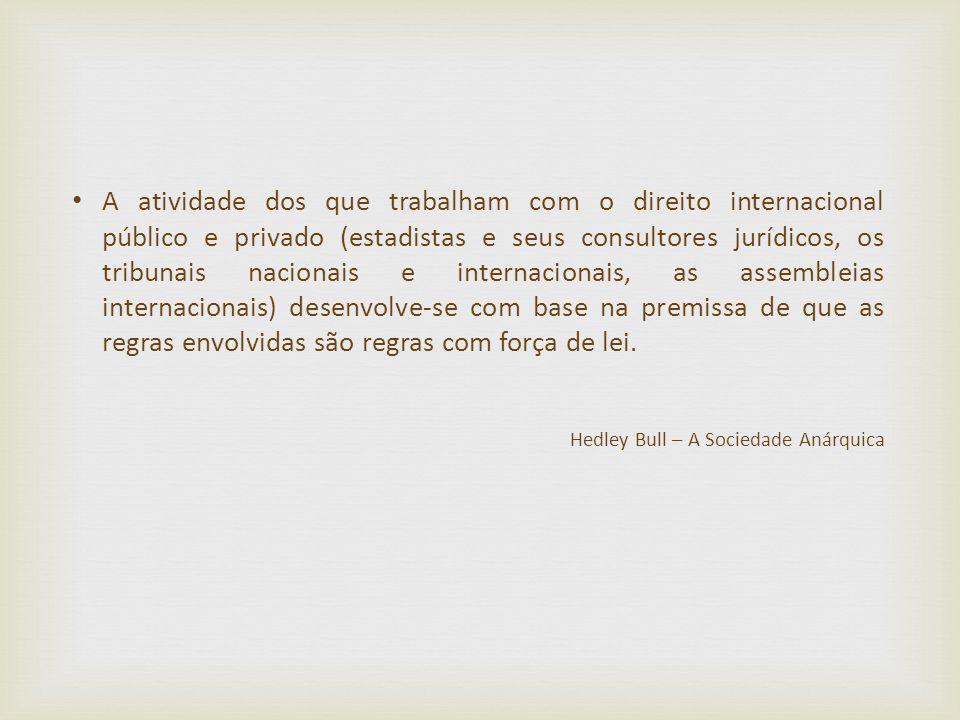 A atividade dos que trabalham com o direito internacional público e privado (estadistas e seus consultores jurídicos, os tribunais nacionais e interna