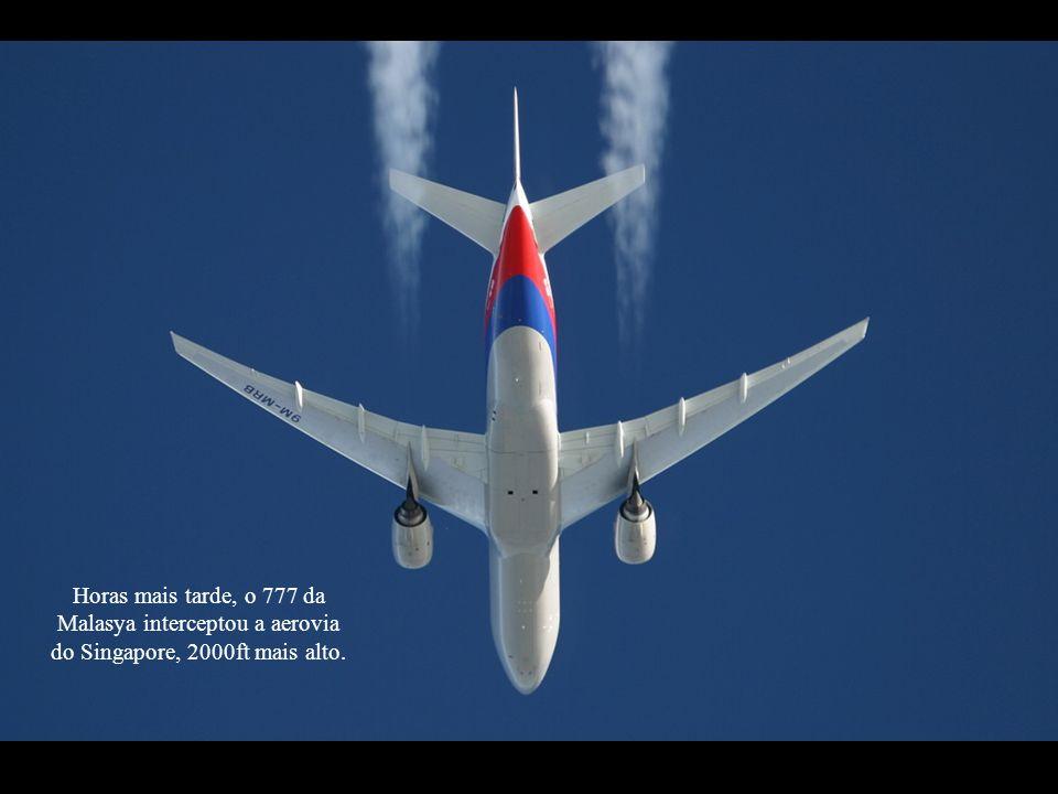 Horas mais tarde, o 777 da Malasya interceptou a aerovia do Singapore, 2000ft mais alto.