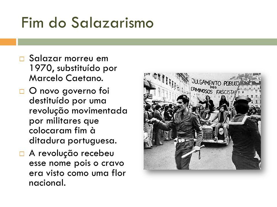 Uma homenagem à Revolução dos Cravos por Chico Buarque Nesse período o Brasil também vivia a ditadura militar.