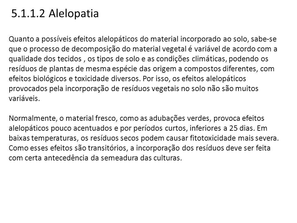 5.1.1.2 Alelopatia Quanto a possíveis efeitos alelopáticos do material incorporado ao solo, sabe-se que o processo de decomposição do material vegetal