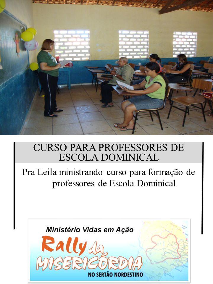 CURSO PARA PROFESSORES DE ESCOLA DOMINICAL Pra Leila ministrando curso para formação de professores de Escola Dominical