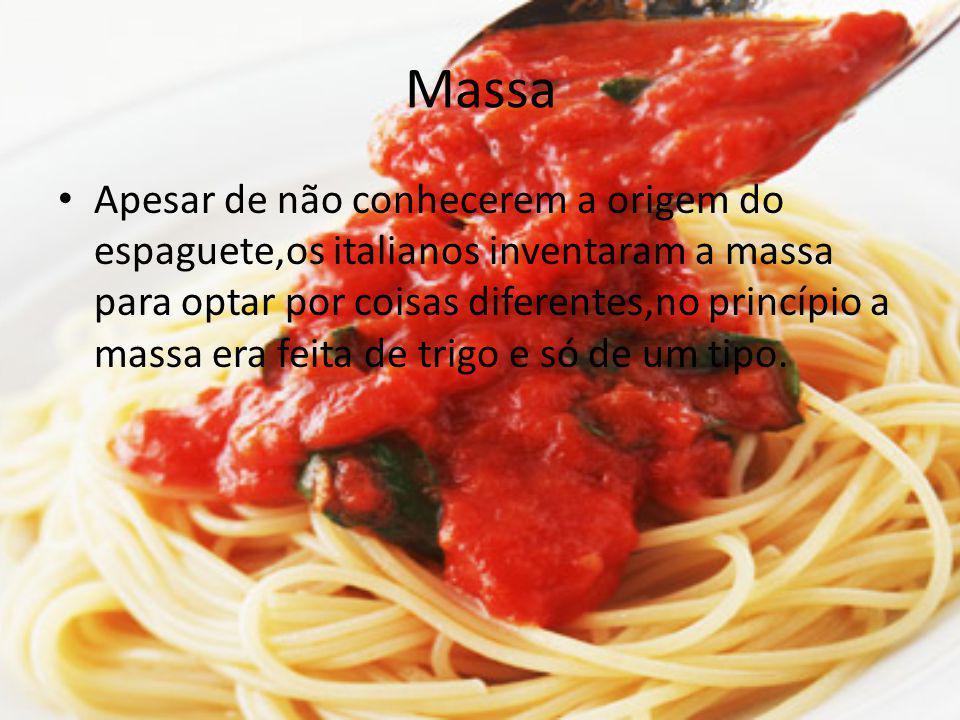 Massa Apesar de não conhecerem a origem do espaguete,os italianos inventaram a massa para optar por coisas diferentes,no princípio a massa era feita d