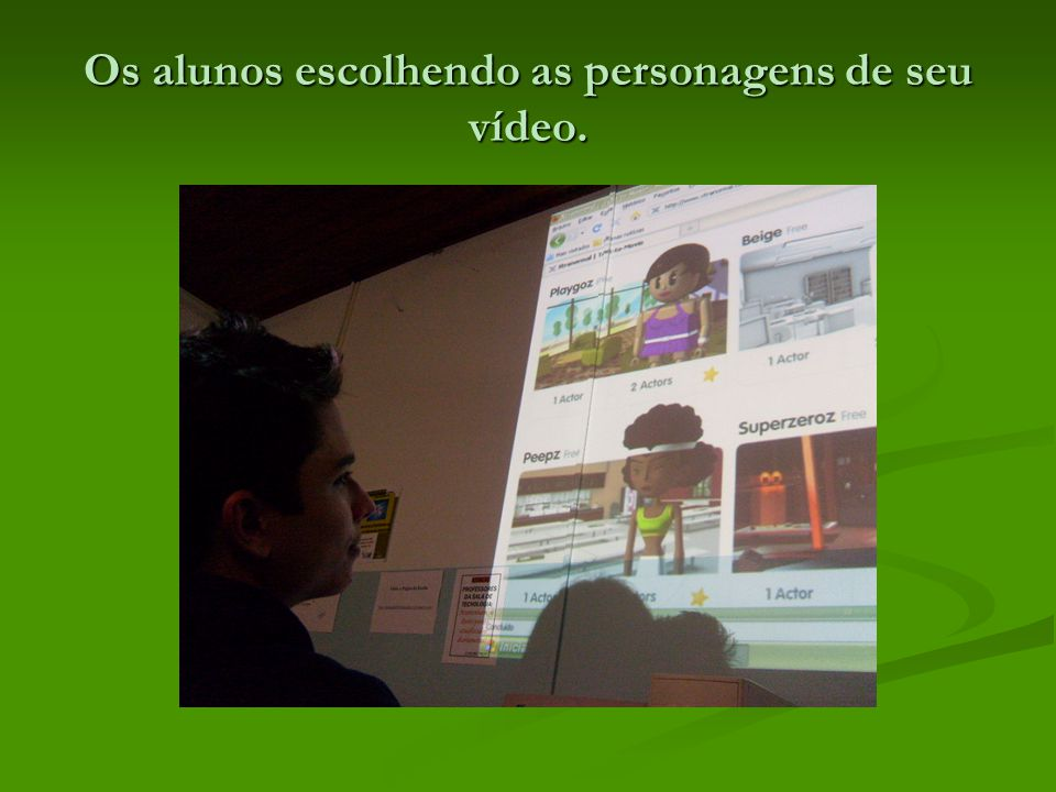 Os alunos escolhendo as personagens de seu vídeo.