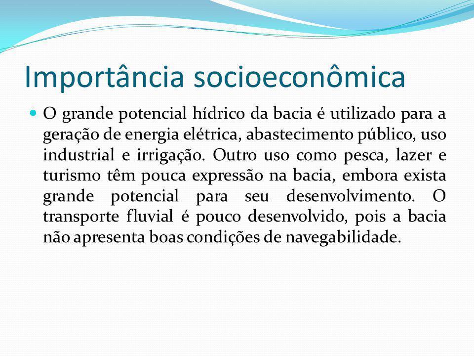 Importância socioeconômica O grande potencial hídrico da bacia é utilizado para a geração de energia elétrica, abastecimento público, uso industrial e irrigação.
