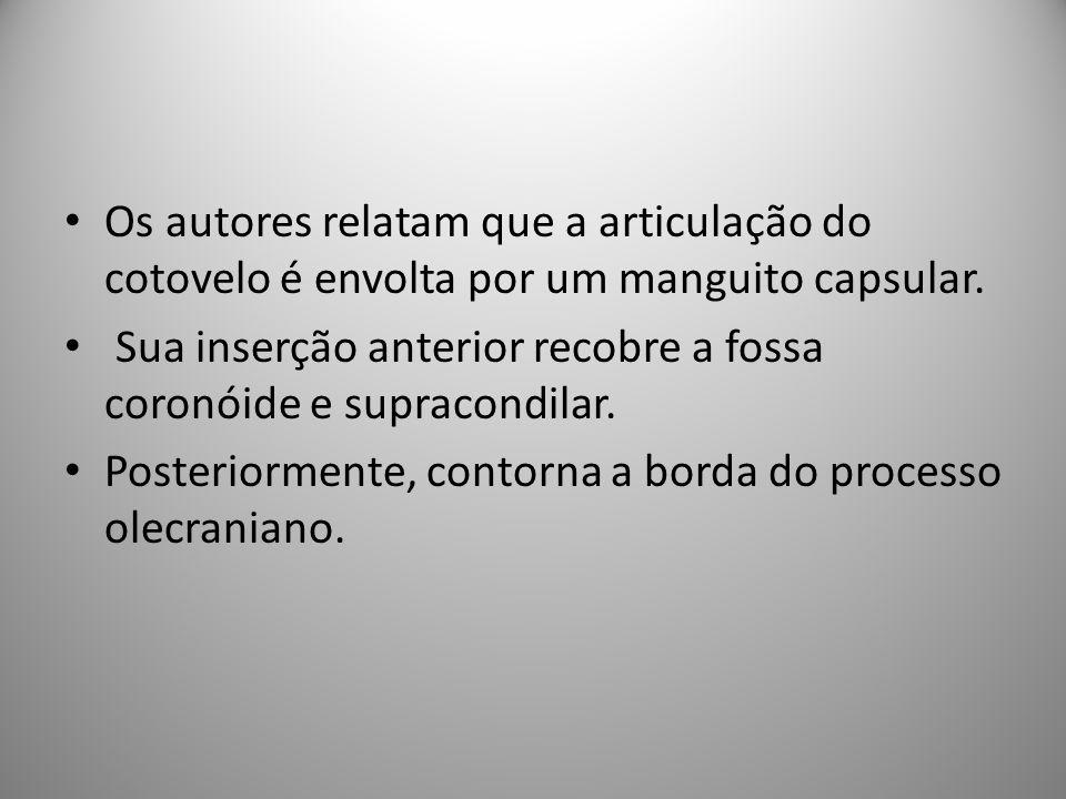 Os autores relatam que a articulação do cotovelo é envolta por um manguito capsular.