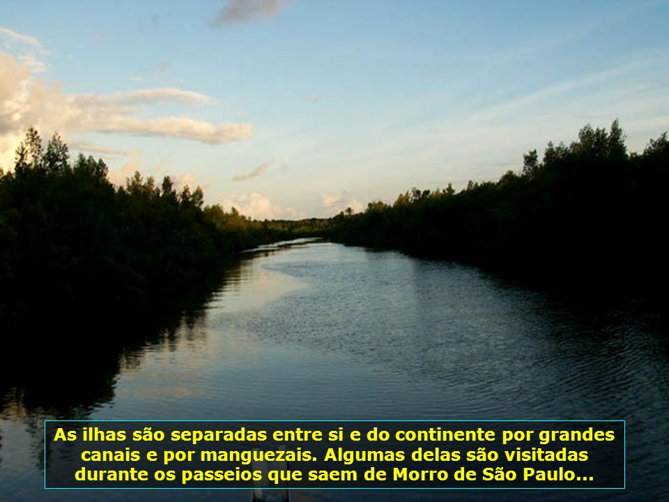 As ilhas são separadas entre si e do continente por grandes canais e por manguezais.