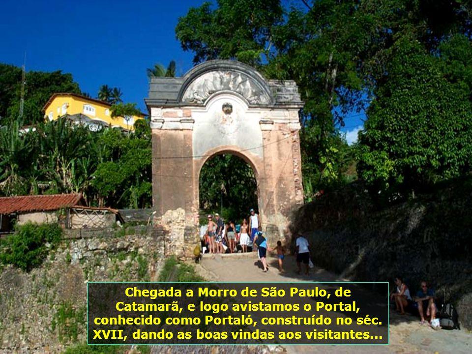 Chegada a Morro de São Paulo, de Catamarã, e logo avistamos o Portal, conhecido como Portaló, construído no séc.
