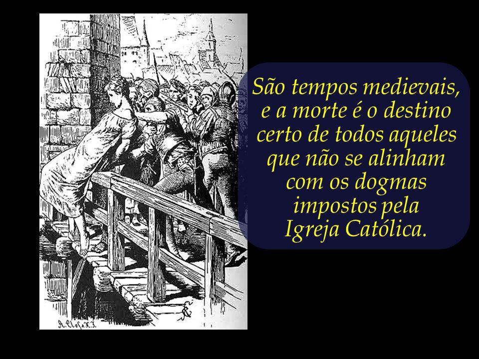 Em tempos de Inquisição medieval, uma jovem moça está prestes a ser lançada do alto de uma ponte.