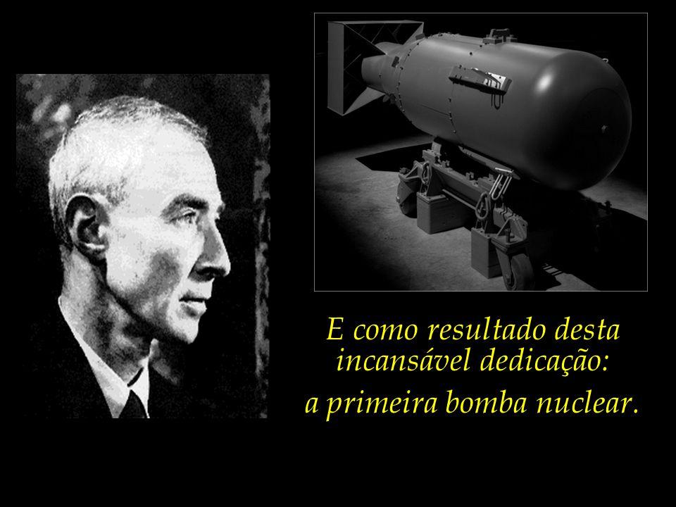 Durante 28 meses – de abril de 1943 a agosto de 1945 –, Oppenheimer encabeçou uma equipe formada por centenas de cientistas de ponta, e outros milhares de técnicos e assistentes.