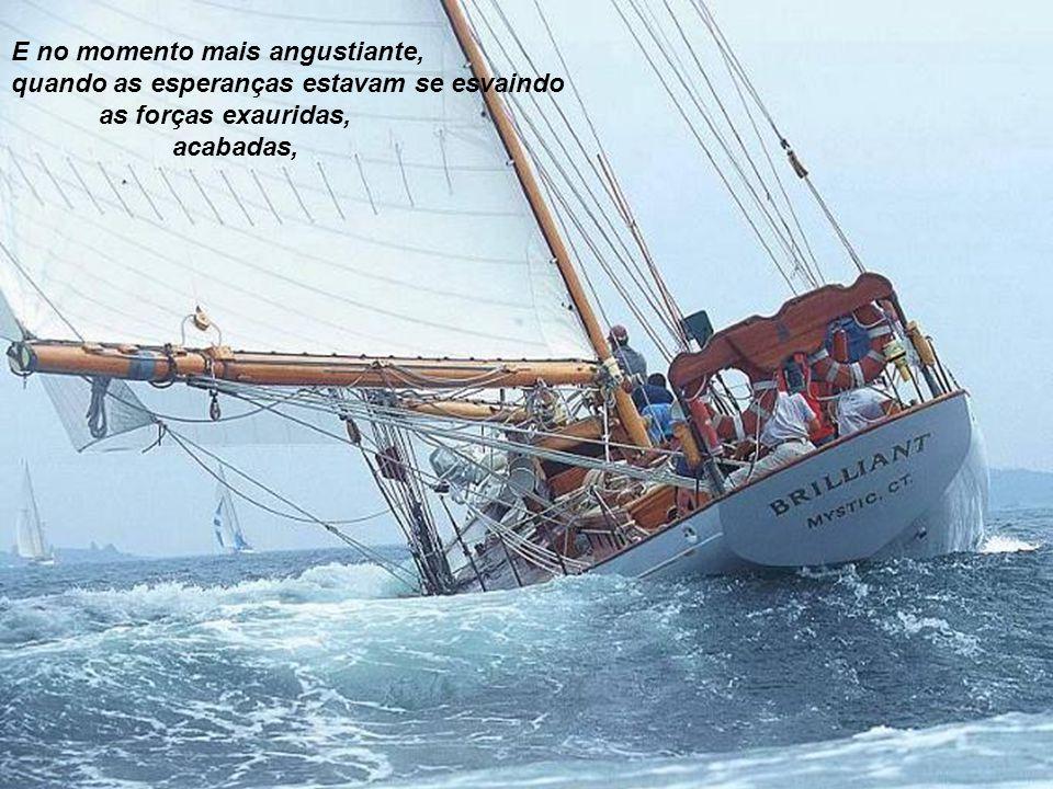Os discípulos de Jesus entraram no barco por ordem de Jesus. E mesmo obedecendo a Jesus eles foram colhidos por uma tempestade assoladora. Durante tod