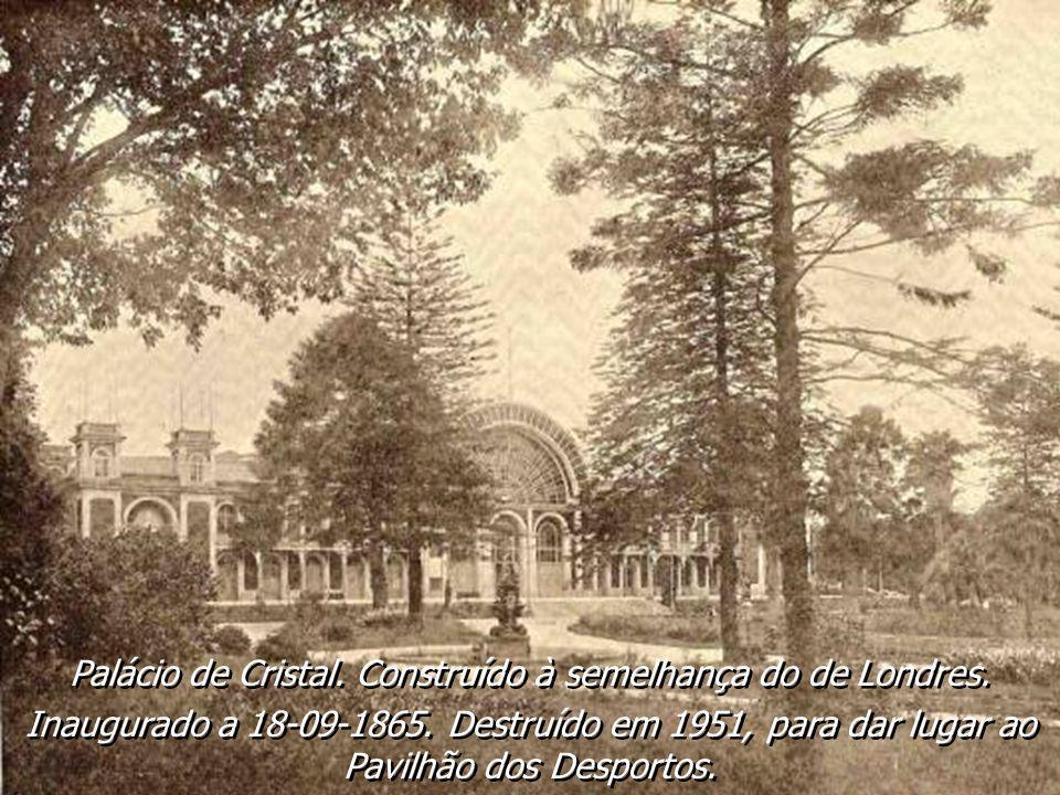 Jardim da Cordoaria - Construído em 1866 por proposta do Visconde de Villar de Allen. O projecto é de Emílio David (francês). A burguesia portuense, a