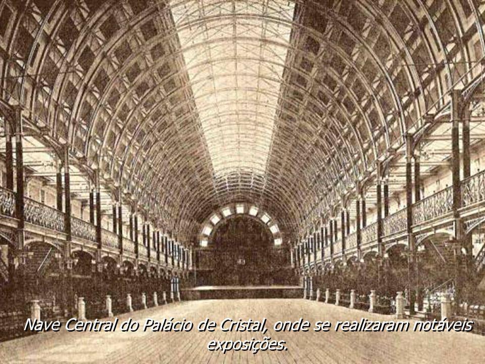 Palácio de Cristal. Construído à semelhança do de Londres. Inaugurado a 18-09-1865. Destruído em 1951, para dar lugar ao Pavilhão dos Desportos. Palác