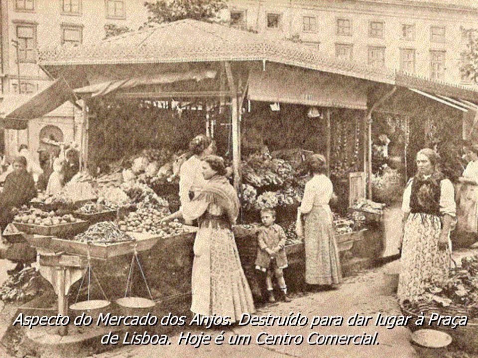 Aspecto do Mercado dos Anjos. Destruído para dar lugar à Praça de Lisboa. Hoje é um Cento Comercial.