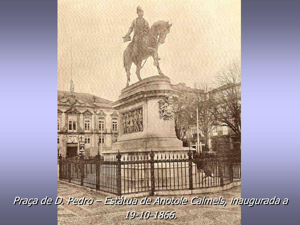 Praça da Batalha. Estátua de D. Pedro V. Inaugurada a 27-01-1866, de autoria de Teixeira Lopes (Pai). Praça da Batalha. Estátua de D. Pedro V. Inaugur
