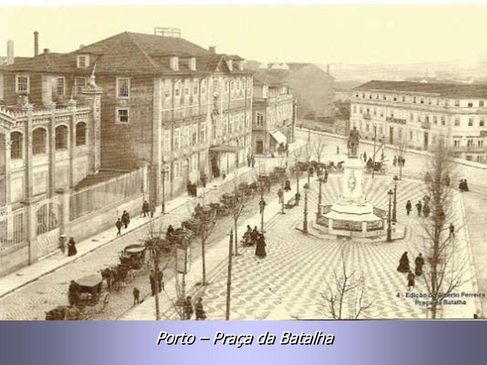 Praça de D. Pedro – Estátua de Anotole Calmels, inaugurada a 19-10-1866. Praça de D. Pedro – Estátua de Anotole Calmels, inaugurada a 19-10-1866.