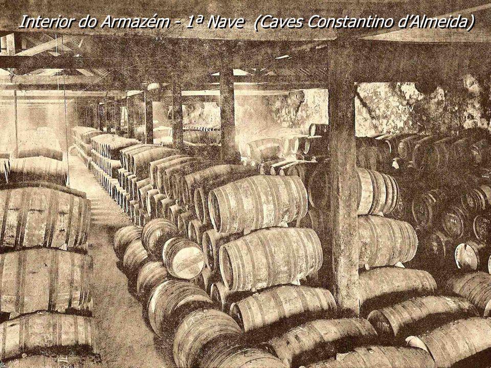 Oficina de caixotaria da Casa Constantino dAlmeida. O vinho do Porto, em garrafa, para exportação, era embalado em caixas de madeira. Oficina de caixo