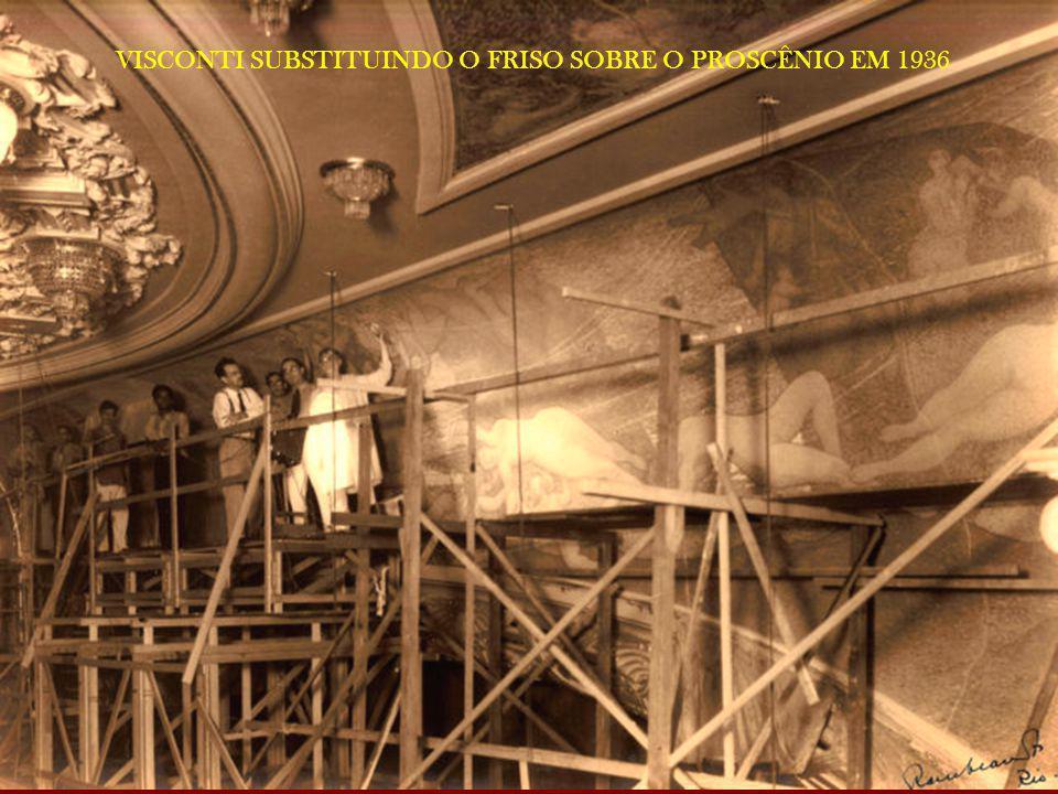 VISCONTI SUBSTITUINDO O FRISO SOBRE O PROSCÊNIO EM 1936