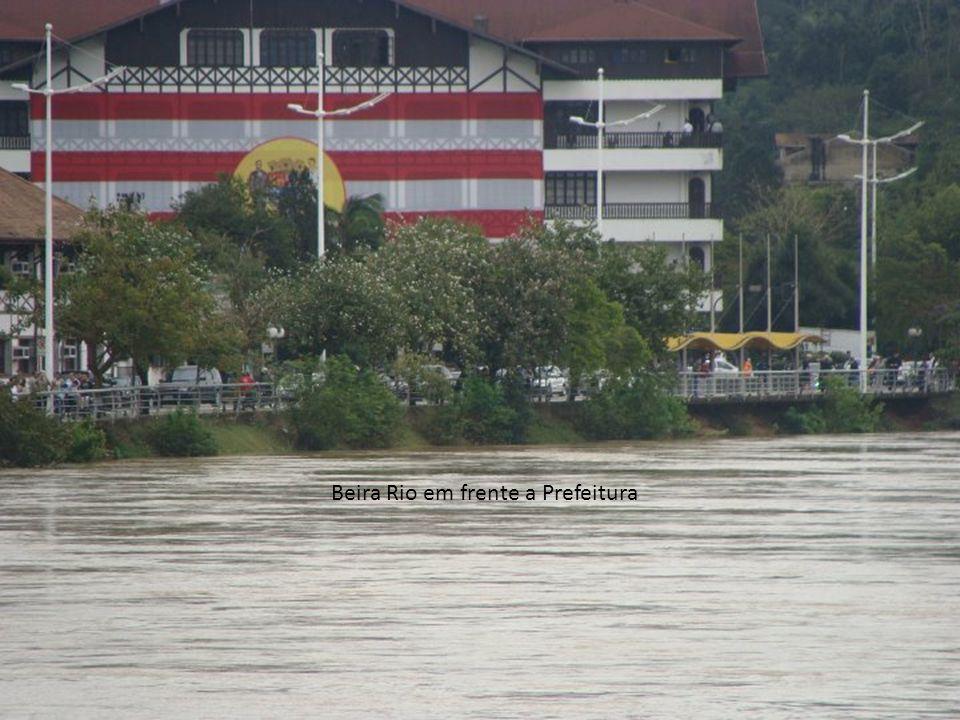 Beira Rio em frente a Prefeitura