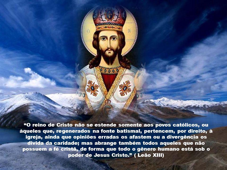 A Solenidade de Cristo Rei do universo convida-nos a repetir com fé a invocação do Pai Nosso, que o próprio Jesus ensinou: «Venha a nós o Vosso Reino»