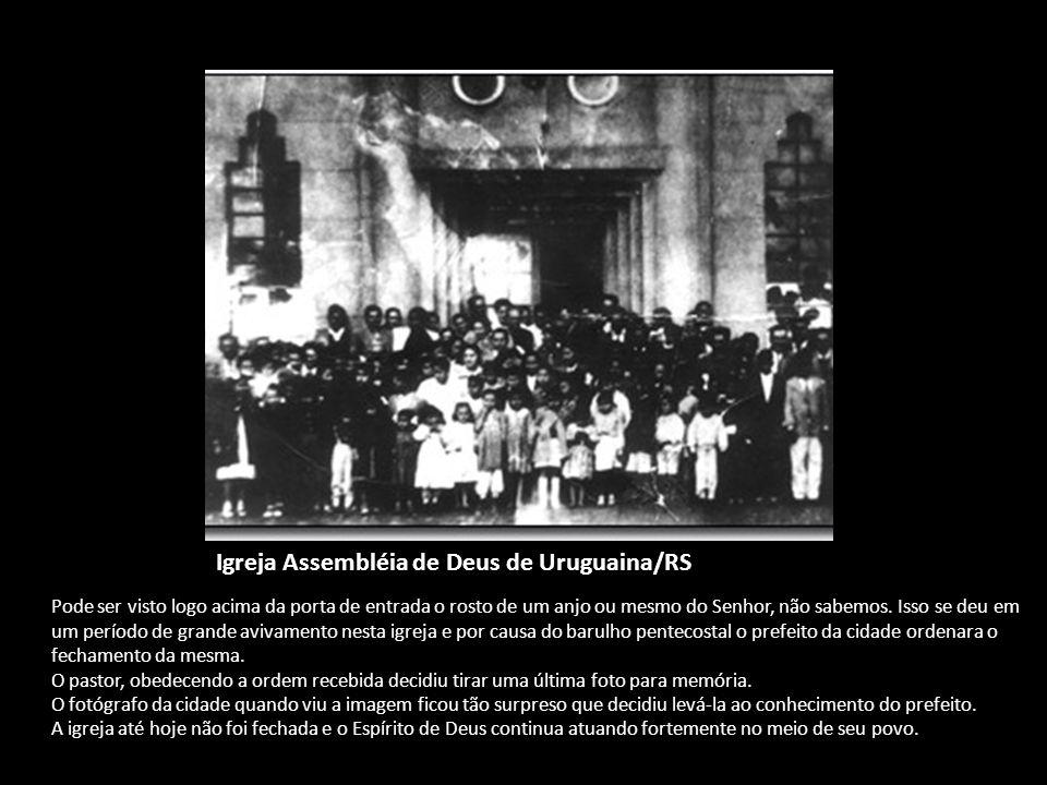 Igreja Assembléia de Deus de Uruguaina/RS Pode ser visto logo acima da porta de entrada o rosto de um anjo ou mesmo do Senhor, não sabemos. Isso se de