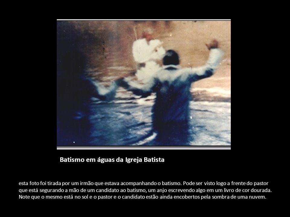 Batismo em águas da Igreja Batista esta foto foi tirada por um irmão que estava acompanhando o batismo. Pode ser visto logo a frente do pastor que est
