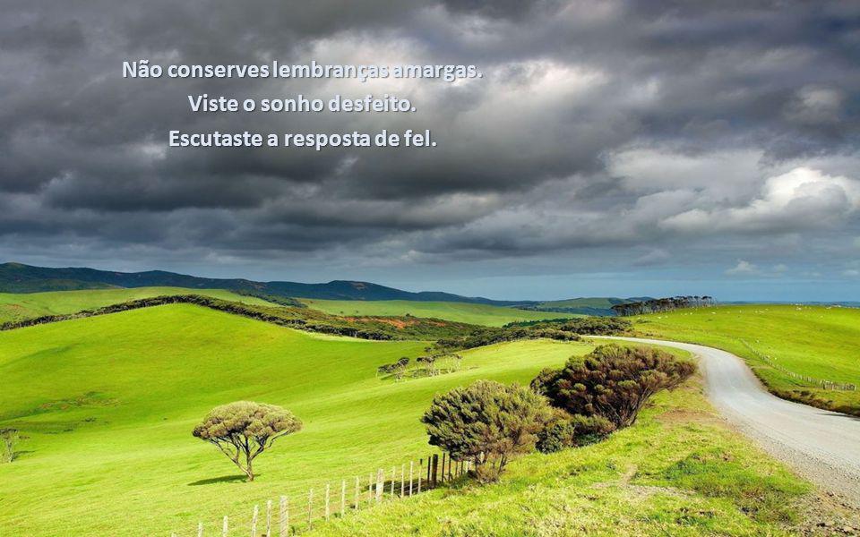 Texto: Emmanuel Música: Ernesto Cortazar Formatação: bvbiavasconcellos@gmail.com http://comamoravidas.ning.com BIAJOVA SLIDES <&> AMOR Á VIDA