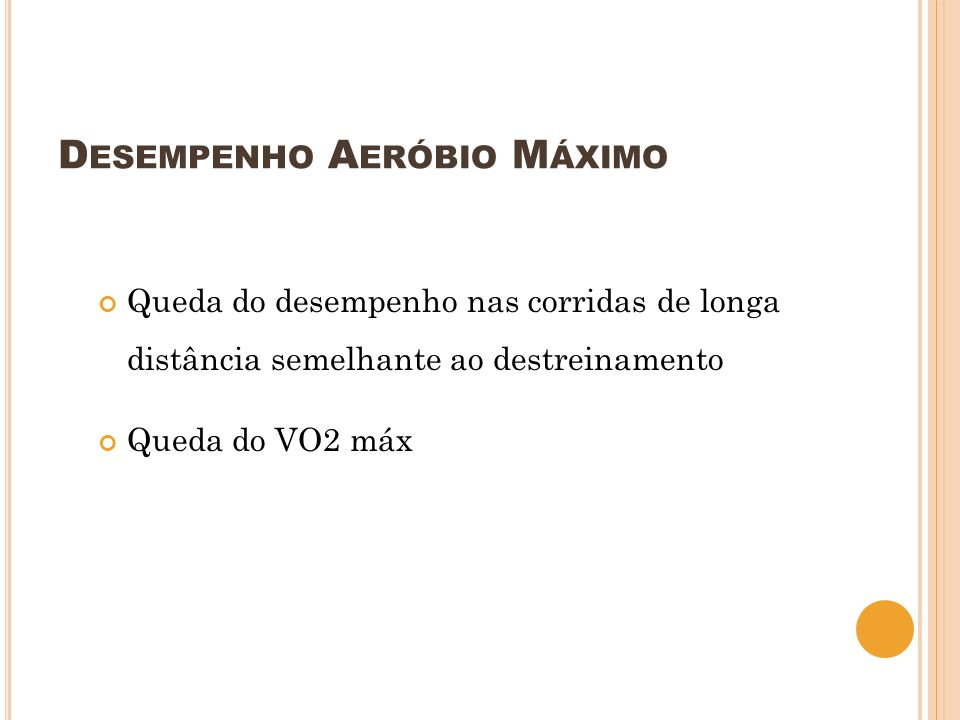 D ESEMPENHO A ERÓBIO M ÁXIMO Queda do desempenho nas corridas de longa distância semelhante ao destreinamento Queda do VO2 máx