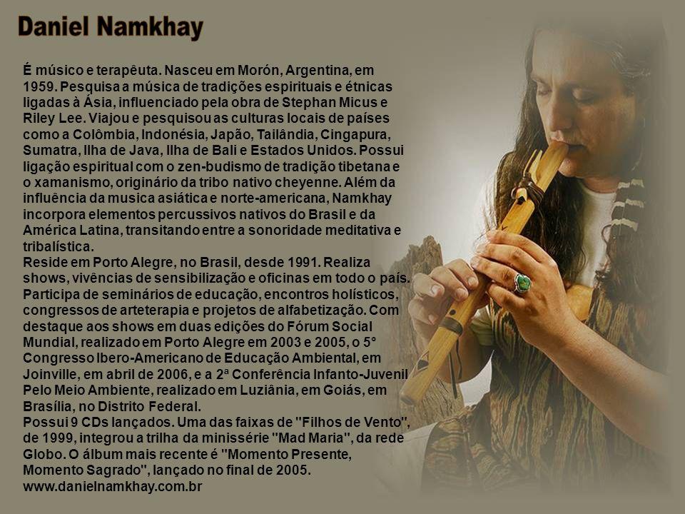 É músico e terapêuta.Nasceu em Morón, Argentina, em 1959.