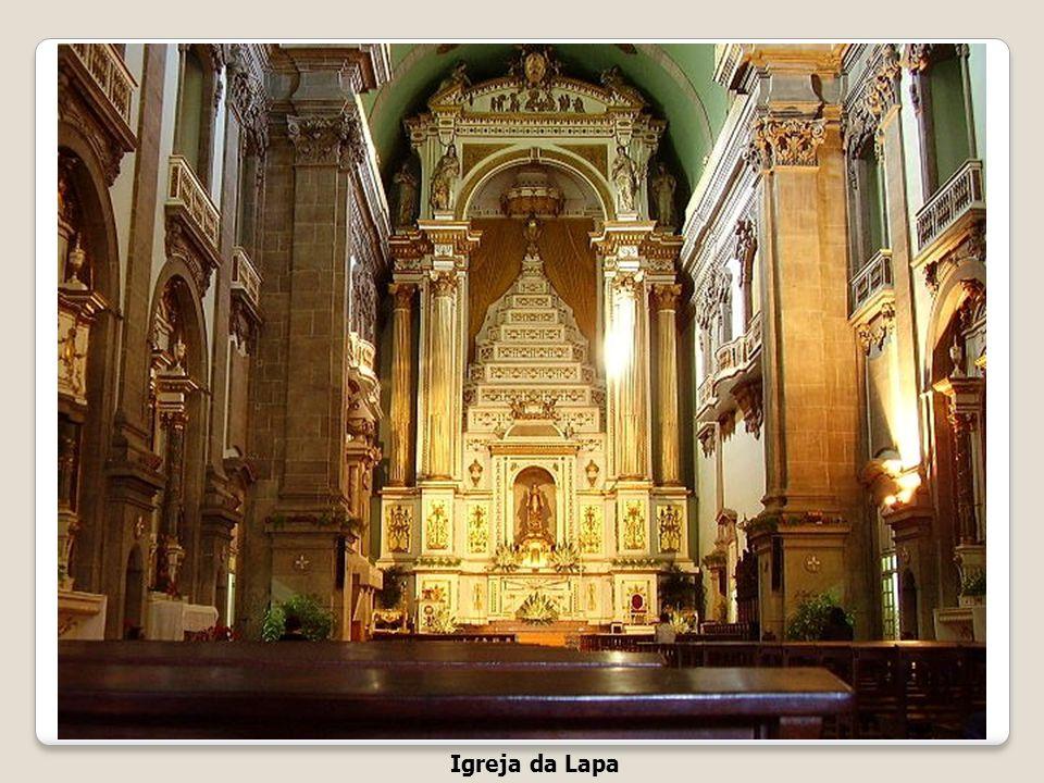 Igreja da Lapa A Irmandade de Nossa Senhora da Lapa foi instituída em 1755 pelo Papa Bento XIV. No dia 17 de Julho de 1756 foi começada a construir a
