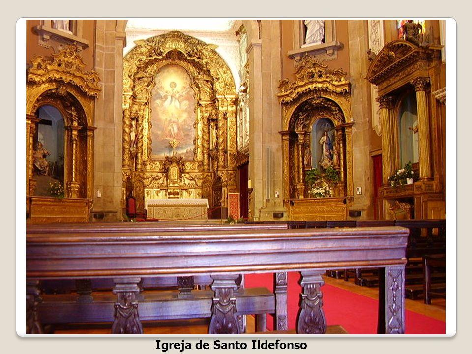 Igreja de Santo Ildefonso Praça da Batalha A Igreja de Santo Ildefonso, construída em honra de Santo Ildefonso está localizada na freguesia de Santo I