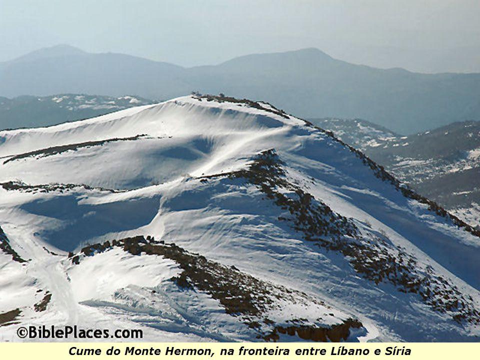 Cume do Monte Hermon, na fronteira entre Líbano e Síria
