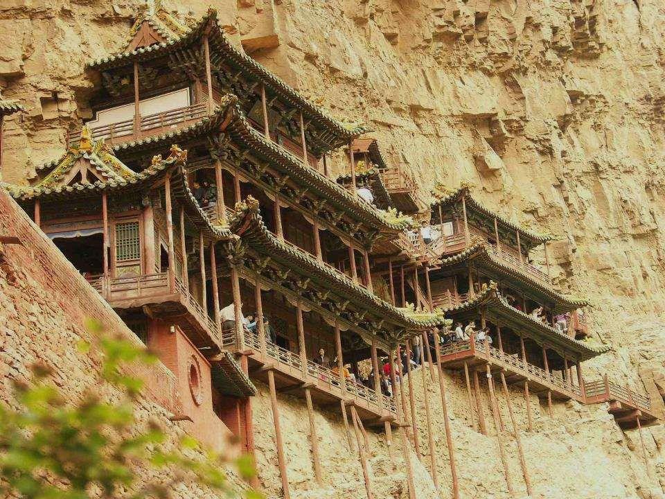 O lugar da construção respeita um princípio fundamental do taoismo: respeita um princípio fundamental do taoismo: nenhum ruído, nem canto de galo, nem