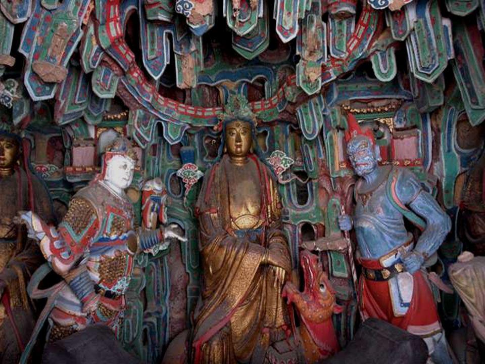 O mosteiro suspenso compõe-se de 40 salas que contêm ao redor 40 estátuas de cobre, de ferro, de terracota ou de pedra