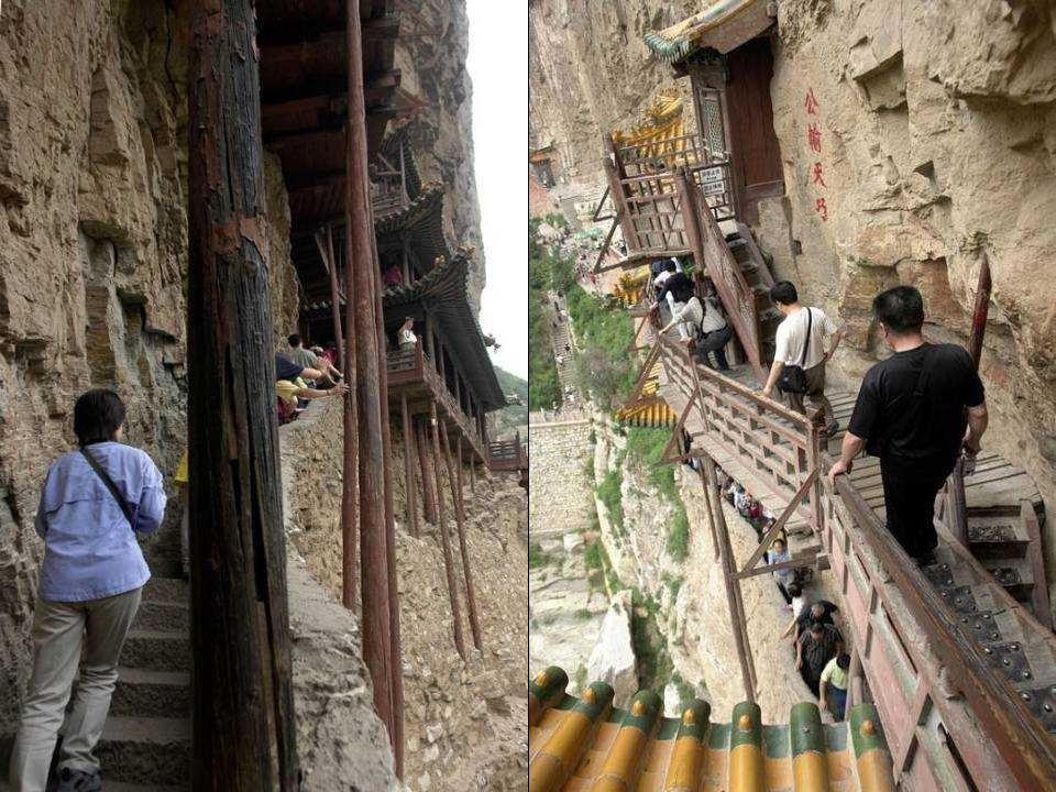 É composto por diversos pavilhões que se fundem com o contorno natural da encosta rochosa e se unem entre eles mediante corredores, passarelas e escad