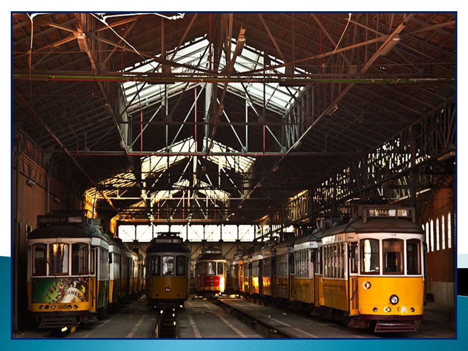 O Museu da Carris é uma mostra histórica dos transportes públicos mais antigos de Lisboa: carros puxados por cavalos, elevadores, elétricos, autocarro