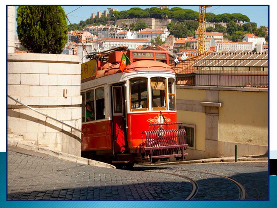 Atualmente, os transportes de Lisboa possuem, também, modernos autocarros movidos a gás natural, que contribuem para a melhoria do ambiente da cidade Padrão dos Descobrimentos