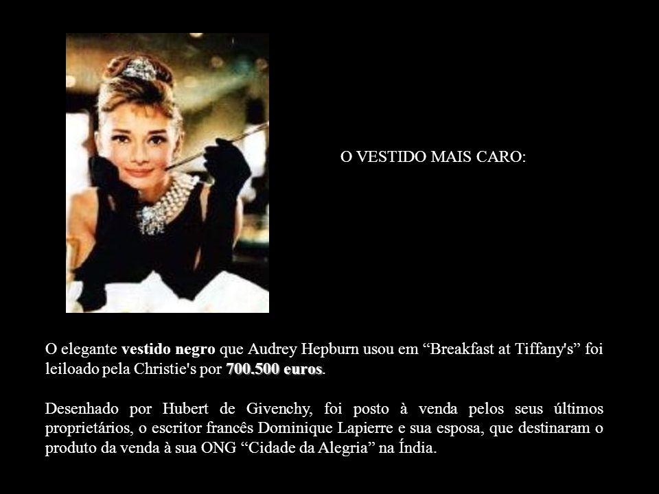 700.500 euros O elegante vestido negro que Audrey Hepburn usou em Breakfast at Tiffany s foi leiloado pela Christie s por 700.500 euros.