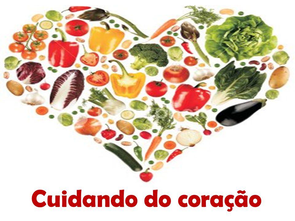 Frutas A fibra solúvel é outro dos seus componentes benéficos: evita que o corpo assimile o colesterol e ajuda a eliminá-lo, arrastando-o para a saída.