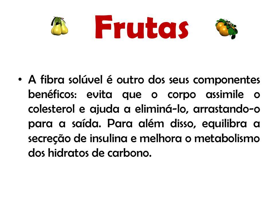 Frutas A fibra solúvel é outro dos seus componentes benéficos: evita que o corpo assimile o colesterol e ajuda a eliminá-lo, arrastando-o para a saída