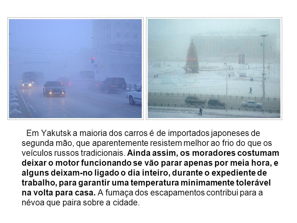Em Yakutsk a maioria dos carros é de importados japoneses de segunda mão, que aparentemente resistem melhor ao frio do que os veículos russos tradicio