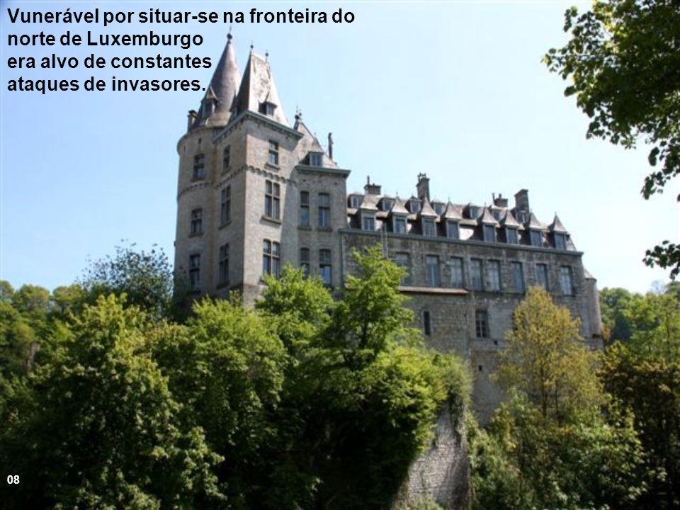 Na Idade Média foi responsável pela defesa do território dos Condes de Luxemburgo contra invasões inimigas 07