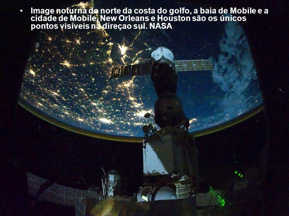 Algumas partes da Europe e Africa são facilmente reconhecíveis nesta imagem tirada de noite pelo ISS.