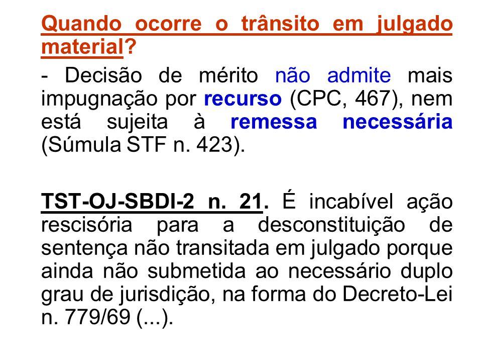 Quando ocorre o trânsito em julgado material? - Decisão de mérito não admite mais impugnação por recurso (CPC, 467), nem está sujeita à remessa necess