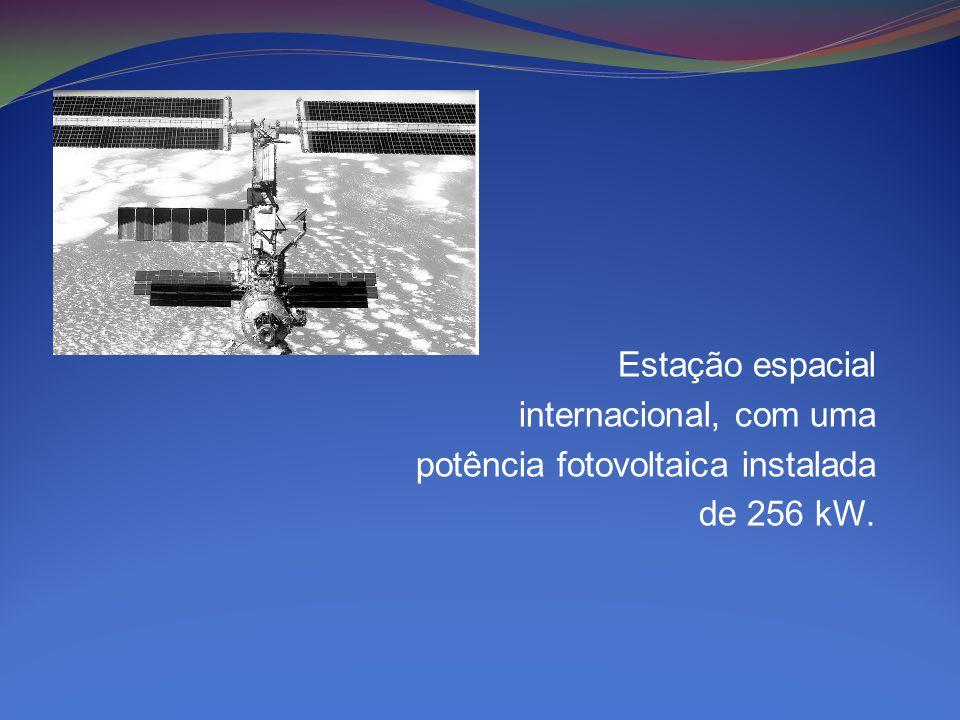 Estação espacial internacional, com uma potência fotovoltaica instalada de 256 kW.