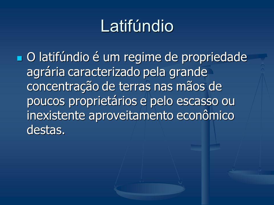 Latifúndio O latifúndio é um regime de propriedade agrária caracterizado pela grande concentração de terras nas mãos de poucos proprietários e pelo es